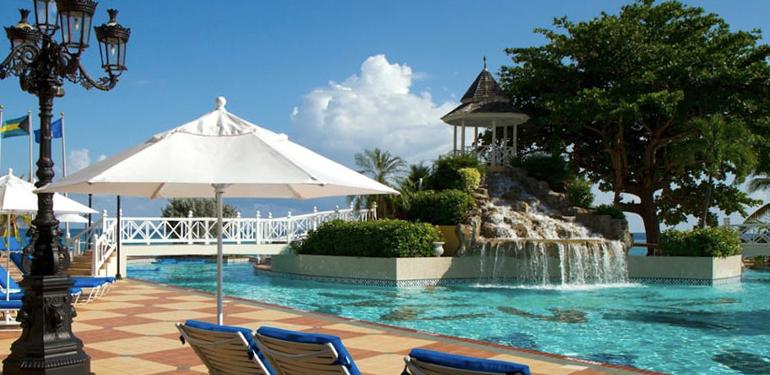 jewel-Dunns-River-resort-poolside