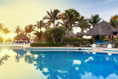 new-caribbean-hotel-poolside