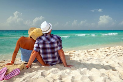 caribbean-honeymoon-couple-on-beach