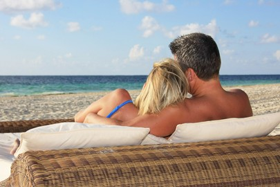 couple-on-grand-exuma-bahamas-beach