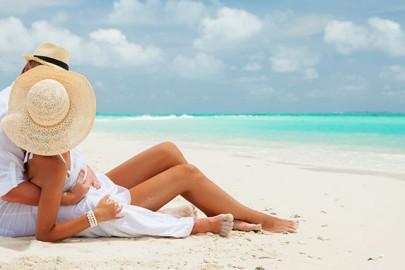 romantic-couple-on-caribbean-vacation