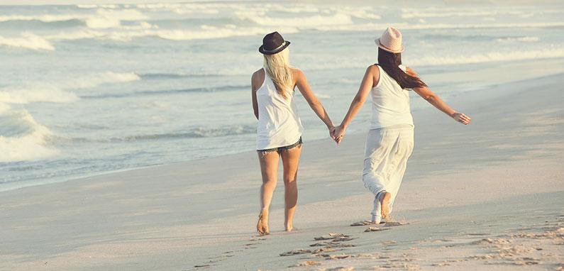 2-lesbians-on-caribbean-beach-vacation